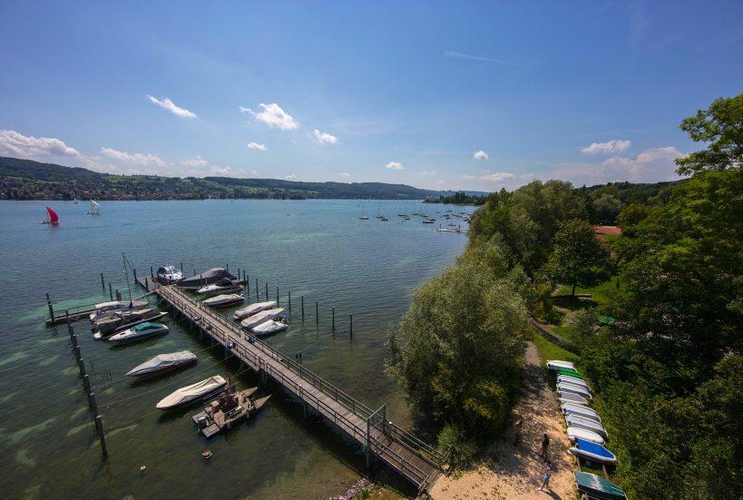 Kleiner Bootshafen am See